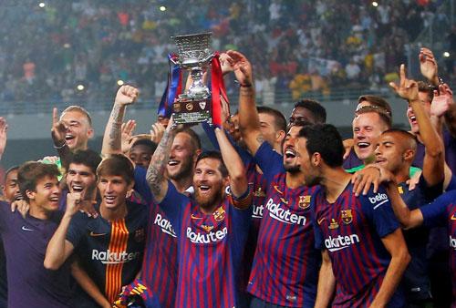 Messi nâng danh hiệu thứ 33 trong sự nghiệp tại Barca. Ảnh:AFP.