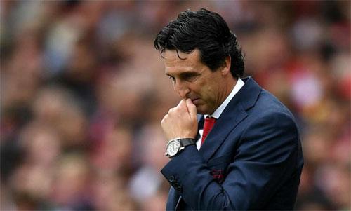 HLV Emery phải nhận thất bại 0-2 ngay trên sân nhà trong trận mở màn mùa giải với Arsenal. Ảnh: Reuters