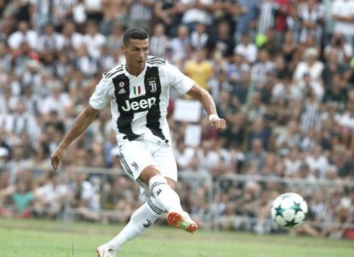 Ronaldo khiến sức hút trận đấu tăng đáng kể. Ảnh: AFP.