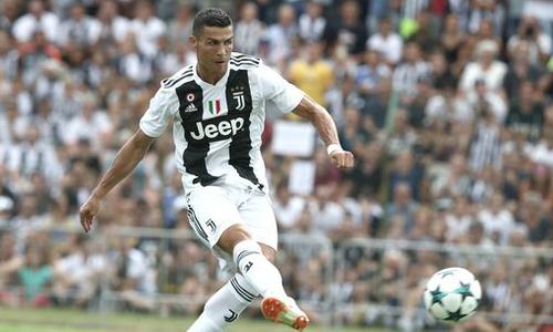 Ronaldo ghi bàn trong trận ra mắt Juventus
