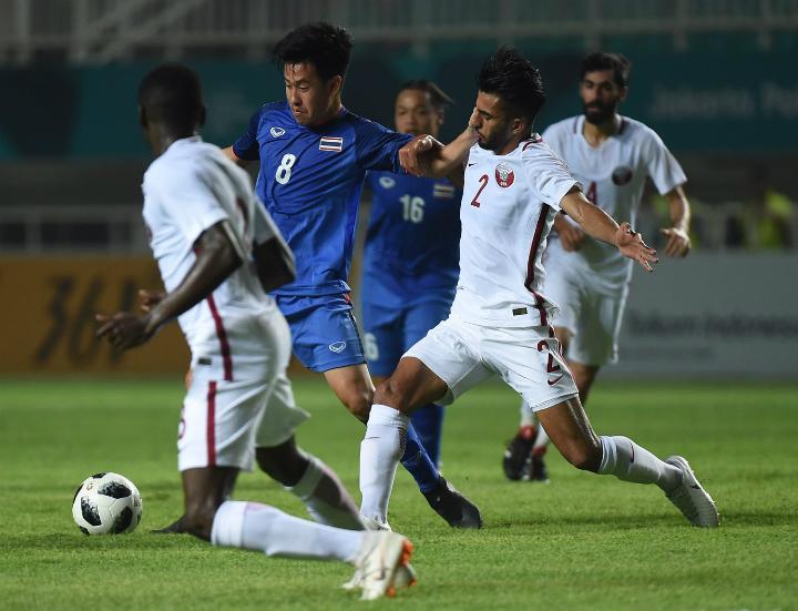 Thái Lan chơi lấn lướt hơn Qatar. Worachit (số 8) và các đồng đội xứng đáng có điểm.Ảnh: Khaosod.
