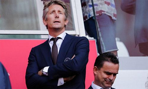 Van der Sar (trái) có thể sẽ trở lại Man Utd. Ảnh: Reuters