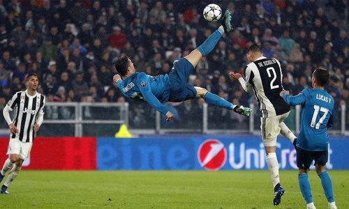 Bale bị loại, Ronaldo lọt nhóm 11 ứng viên bàn đẹp nhất UEFA