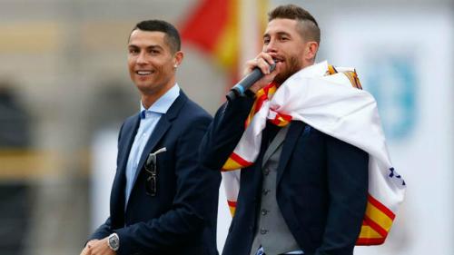 Ronaldo và Ramos trong lễ mừng danh hiệu vô địch Champions League mùa 2017-2018. Ảnh:AFP.