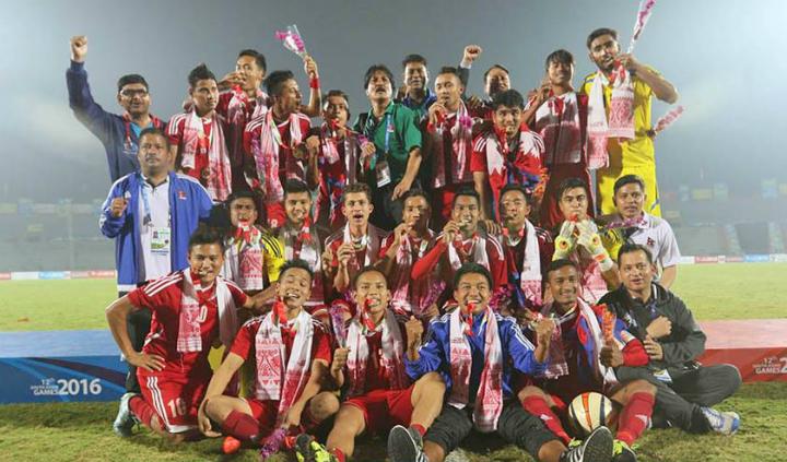 Thành công lớn nhất của bóng đá Nepal gần đây là đội U23 giành HC vàng ở Đại hội thể thao Nam Á 2016. Ảnh: HM.