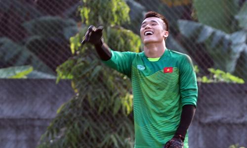 Tiến Dũng, Xuân Trường cười đùa trước trận đấu Nhật Bản