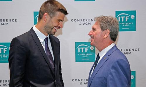 Pique (trái) có mặt tại phiên họp của ITF hôm 17/8, anhsẽ là ông chủ của giải quần vợt đồng đội có tuổi đời 118 năm. Ảnh: AFP.