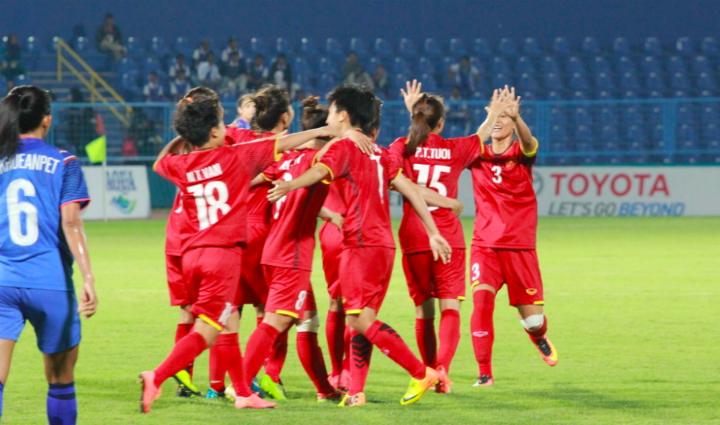 Các cô gái Việt Nam có màn trả hận ngọt ngào trước Thái Lan, trong trận đấu diễn ra trên sânBumi Sriwijaya, tỉnh Palembang. Ảnh: Xuân Bình.
