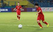Phóng viên Nhật Bản khen nữ cầu thủ Việt Nam đá hai chân như một