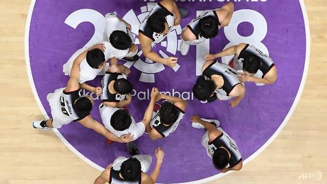 Cầu thủ Nhật Bản mừng trận thắng Qatar ở môn bóng rổ nam Asiad tối 15/8. Ảnh: AFP.