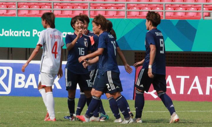 Nhật Bản (áo xanh) thể hiện bản lĩnh của đội top đầu thế giới.