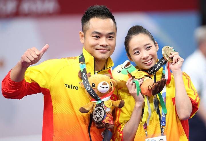 Quốc Khánh và Thuý Vi mang về cho đoàn thể thao Việt Nam hai tấm huy chương trong ngày thi đấu 21/8. Ảnh: Lâm Thỏa