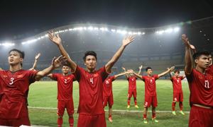 Cầu thủ Việt Nam chia vui bằng điệu Viking Clap