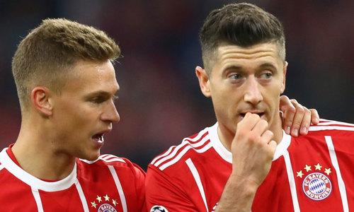 "Kimmich ""nắn gân"" Lewandowski sau vụ chỉ trích Bayern"