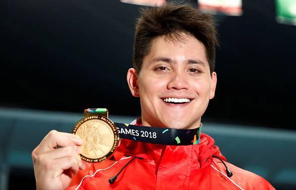 Schooling vui mừng với thành tích vàng đầu tiên. Ảnh: Reuters