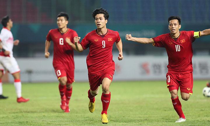 Công Phượng (số 9) mừng bàn thắng duy nhất vào lưới Bahrain. Ảnh: Đức Đồng.
