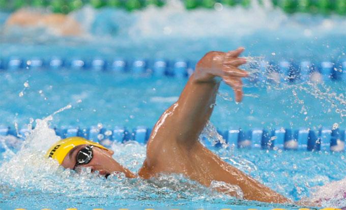 Huy Hoàng bơi ở làn thứ 6, trên đường đua xanh chiều24/8. Ảnh: Đông Huyền.