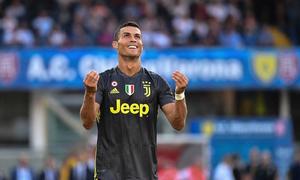 Allegri: 'Ronaldo sẽ phải quen với ghế dự bị và chơi 30 phút'