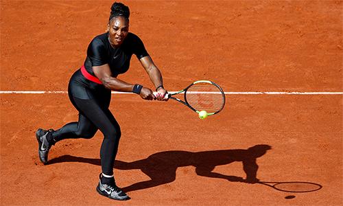 Bộ trang phục một mảnh màu đen bó sát cơ thể của Serena bị quan chức quần vợt Pháp xem là phản cảm. Ảnh: Reuters.