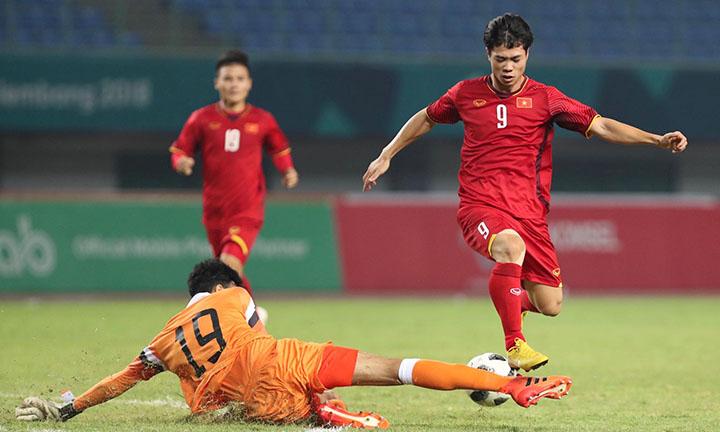 Công Phượng (số 9) được HLV Park Hang-seo tung vào trong hiệp hai trận gặp Bahrain. Tiền đạo HAGL ghi bàn quyết định trong những phút cuối, giúp Việt Nam lần đầu vào tứ kết Asiad. Ảnh: Đức Đồng.