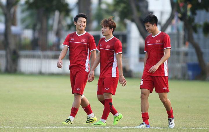 Minh Vương (giữa) chưa được sử dụng ở Asiad 2018. Các đối thủ của Việt Nam chưa biết gì về tiền vệ khoác áo HAGL. Ảnh: Lâm Thoả.