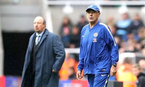 Chelsea (phải) đang thay đổi phong cách dưới sự dẫn dắt của Sarri (phải). Ảnh: Reuters