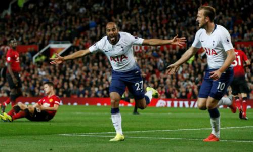 Moura (trái) và Kane mang về chiến thắng cho Tottenham. Ảnh:Reuters.