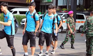 Các cầu thủ Việt Nam phải chuyển địa điểm để đá bán kết