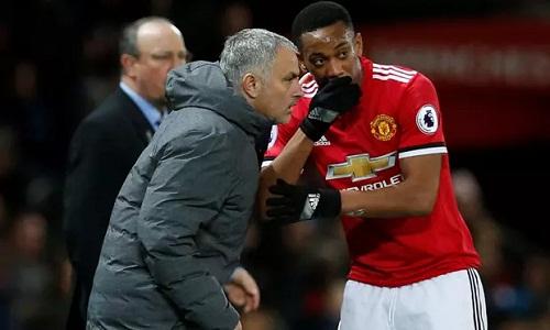 Martial và Mourinho được cho là có những bất đồng nhưng Man Utd vẫn muốn giữ tiền đạo người Pháp. Ảnh: Reuters.
