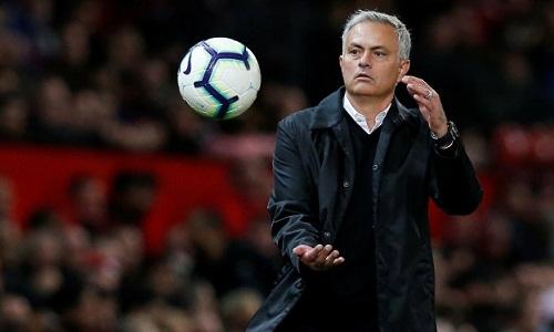 Mourinho chịu sức ép lớn sau hai trận thua liên tiếp tại Ngoại hạng Anh. Ảnh: Reuters.