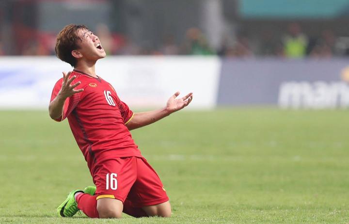 Minh Vương ghi bàn thắng tuyệt đẹp, sau khi vào sân từ băng ghế dự bị thay Xuân Trường ở hiệp hai. Ảnh: Đức Đồng.