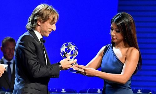 Modric được vinh danh sau một mùa giải thành công cùng Real và đội tuyển Croatia. Ảnh:UEFA.