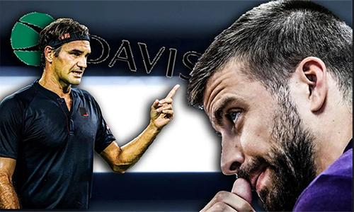 Federer (trái) ngày càng không hài lòng với sự can thiệp vào tennis của Gerard Pique.