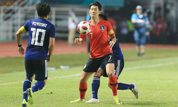 Son Heung-min không ghi bàn, nhưng nỗ lực của anh là một lý do quan trọng giúp Hàn Quốc thắng trận chung kết. Ảnh: Đức Đồng.