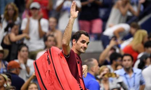 Federer dừng bước ở vòng bốn sau một trận đấu thiếu thuyết phục. Ảnh: Reuters.