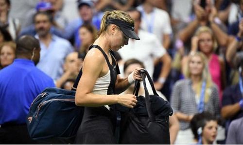 Sharapova mắc nhiều lỗi và phải trả giá bằng thất bại. Ảnh: USA Today.