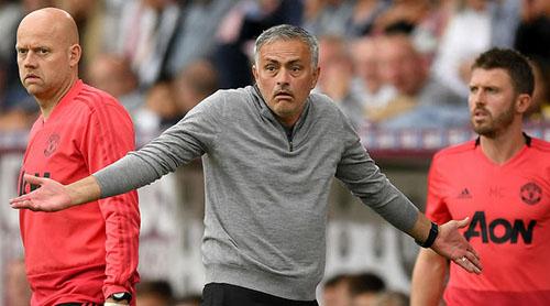 Mourinho đã thoải mái hơn sau khi tìm lại niềm vui chiến thắng. Ảnh: Reuters.