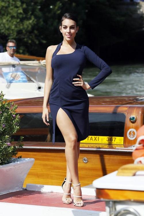 Georgina trở nên nổi tiếng, xinh đẹp và giàu có khi là bạn gái của Ronaldo. Ảnh: Reuters.