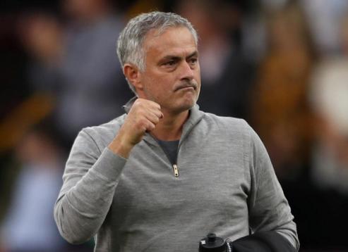 Mourinho tạm xoa tan áp lực sau khi thắng Burnley ở vòng bốn Ngoại hạng Anh. Ảnh: Reuters.