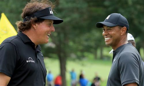 Woods (phải) và Mickelson lại được sát cánh cùng nhau tại Ryder Cup sau sáu năm. Ảnh: Trilly.