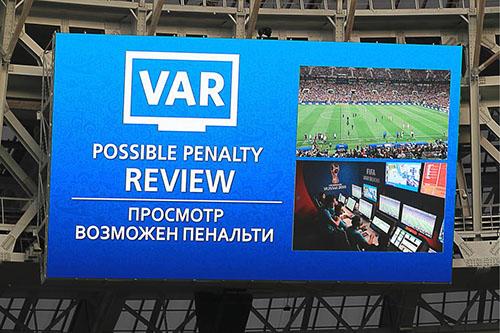 Thông báo từ công nghệ VAR qua màn hình lớn đặt tại các sân vận động tổ chức World Cup 2018. Ảnh: Reuters.