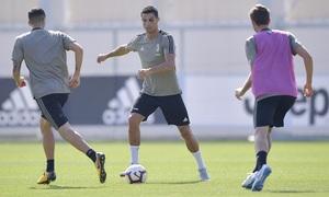 Ronaldo tập luyện với mắt trái bầm tím