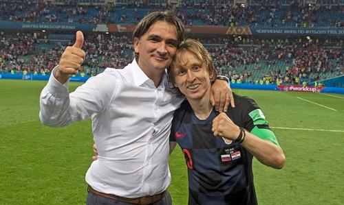 Dalic bênh vực Modric sau những chỉ trích cầu thủ này phải nhận vì giành giải cầu thủ hay nhất của UEFA. Ảnh: Reuters.