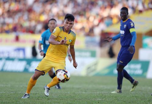 Xuân Mạnh thi đấu không hiệu quả trong trận SLNA thua Thanh Hóa 0-4 ở lượt về Cup Quốc gia 2018. Ảnh: Quang Minh