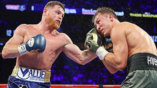 Canelo (trái) tỏ ra yếu thế hơn so với Golovkin trong trận đấu đầu tiên giữa hai người. Ảnh: Reuters.