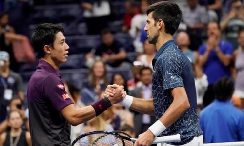 Djokovic và Nishikori bắt tay nhau sau khi trận bán kết vào tối ngày 7/9 kết thúc. Trong 17 lần chạm trán, tay vợt Nhật Bản chỉ hai lần chiến thắng. Ảnh: USA Today.