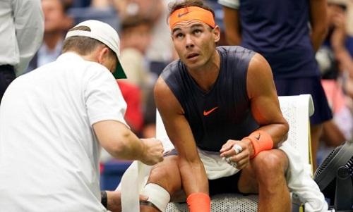 Nadal hai lần phải nhờ đến sự chăm sóc của bác sĩ. Ảnh: USA Today.