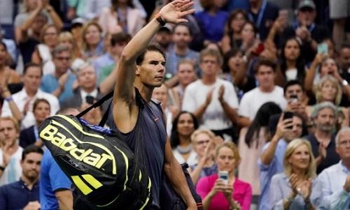 Nadal tạm biệt khán giả sau khi buộc phải rút lui do chấn thương. Ảnh: USA Today.