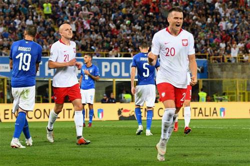 Ba Lan vượt lên xứng đáng sau hai cơ hội rõ ràng.