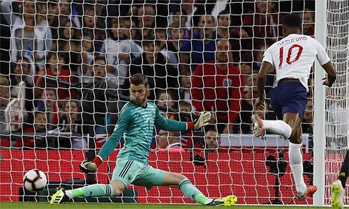Rashford mở tỷ số, nhưng không đủ để giúp Anh thoát thua trên sân nhà. Ảnh: AP.